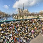 Locks-on-bridge