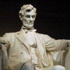 Abe-statue
