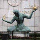 Detroit-balance-statue