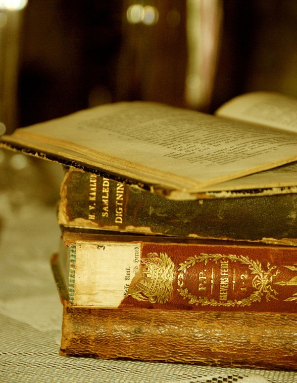 796px-Old_books_-_Stories_From_The_Past