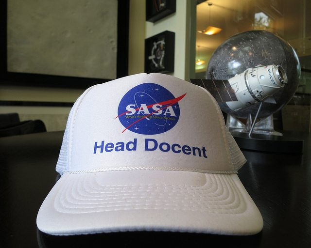 docent-white-hat