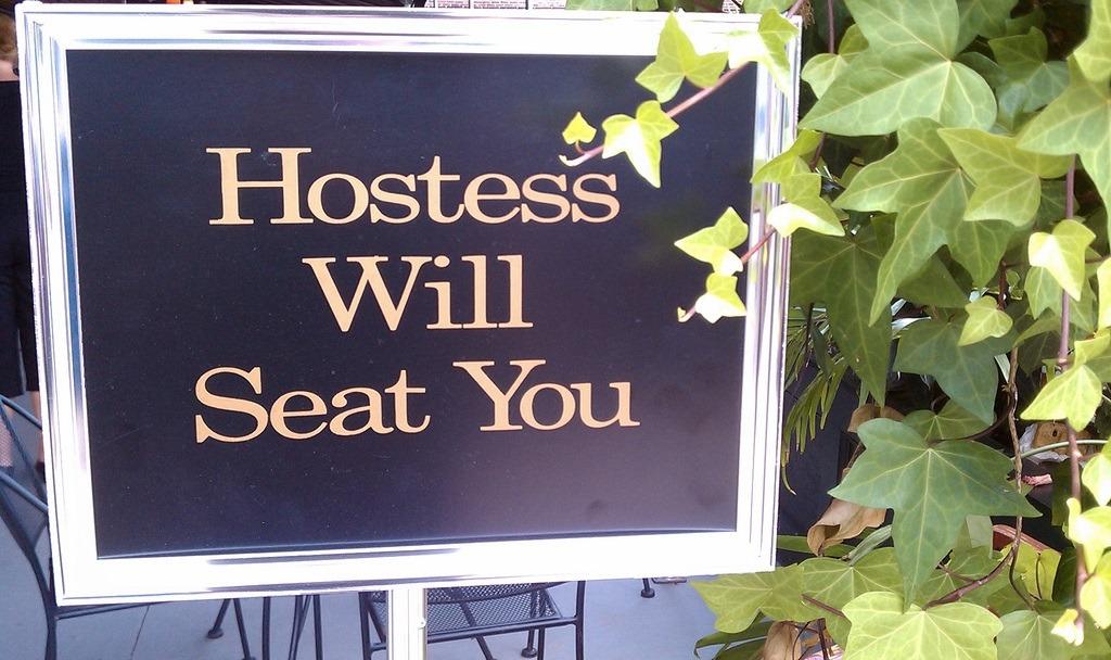 Hostess-will-seat
