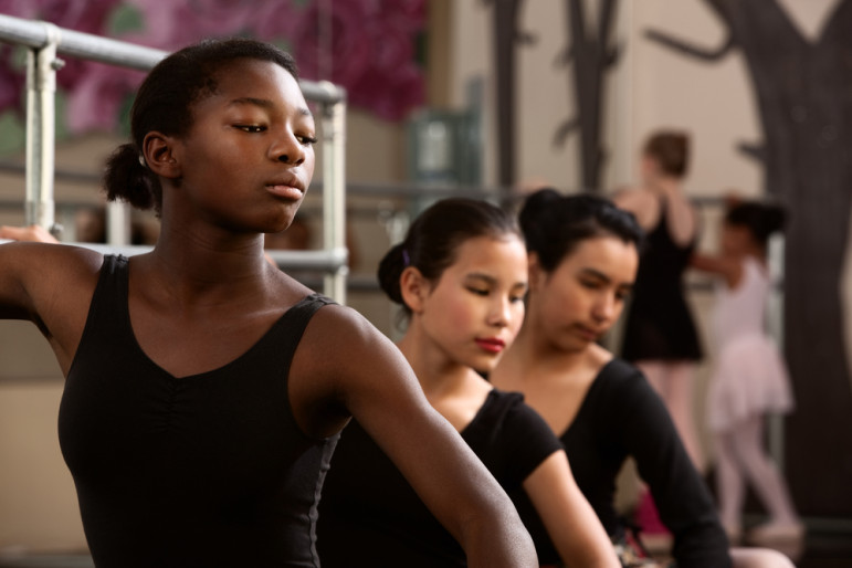 Female-ballet-students
