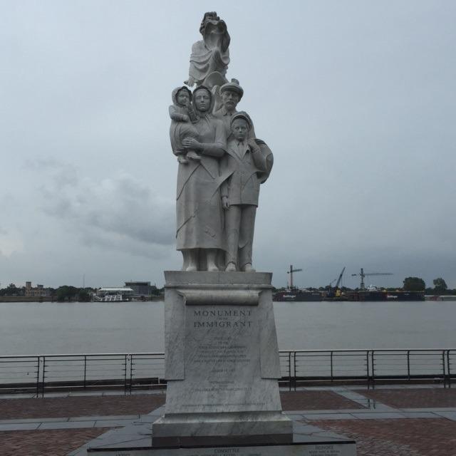 NOLA-statue