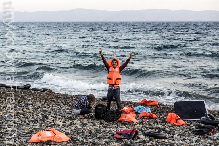 Refugees-reach-land