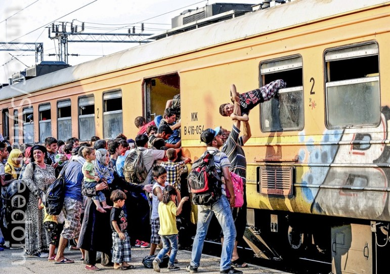 Syrian-refugees-train