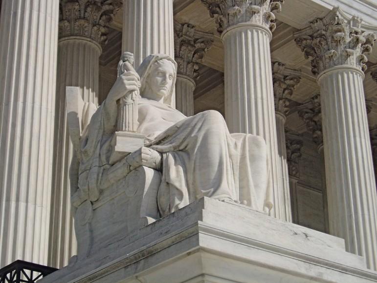 SCOTUS-statue
