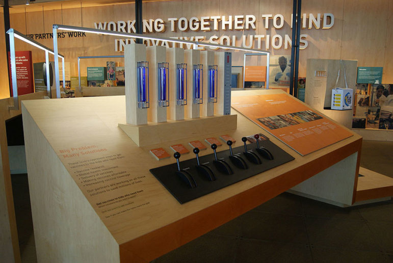 Bill_&_Melinda_Gates_Foundation_Visitor_Center,_Seattle,_Washington,_USA_-_20150811-12