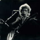 Bob-Dylan-playing