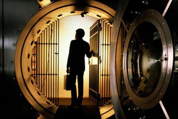 Man-in-vault