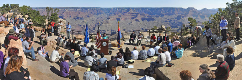 Naturalization_Ceremony_Grand_Canyon_20100923mq_0602b-P_(5021267159)