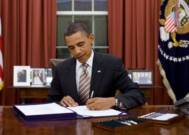 Obama_signs_FDA_Food_Safety_Modernization_Act_cropped